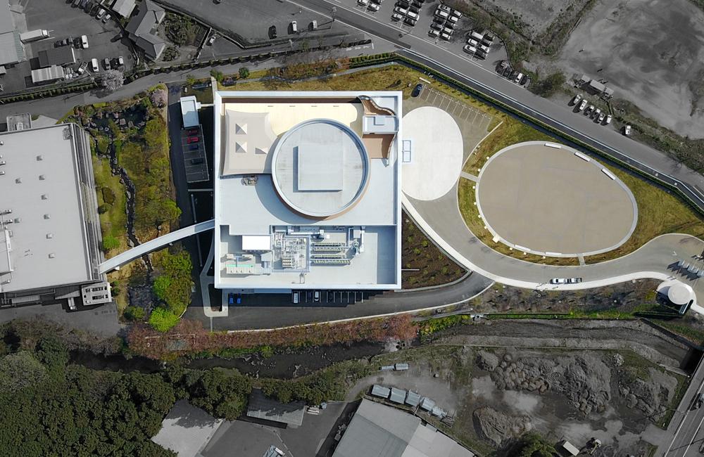 RD1配置計画。前面に卵型の広場が設けられる。広場は雨水貯留施設とし、一時的に雨水を貯める事で、洪水対策と排水負荷低減を実現した。